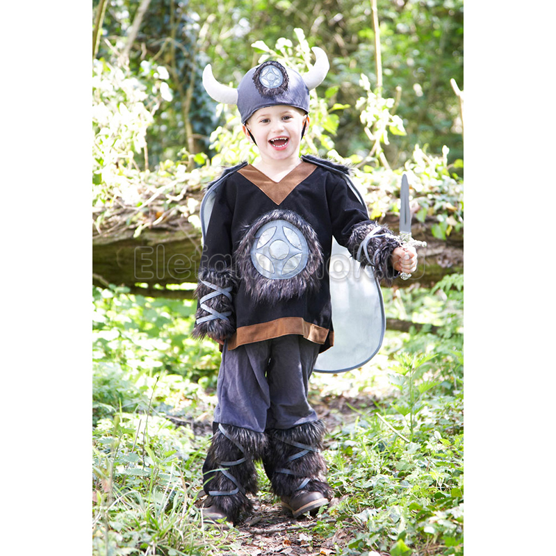 Детский костюм могущественного тора состоит изкомбинезона, плаща и маски.